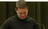 Faza GENIALA in conferinta lui Stoican! L-a pus pe un angajat al clubului sa plateasca amenda in direct! :)) Ce s-a intamplat