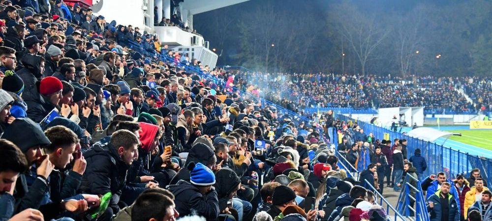 TOATA tribuna a izbucnit in ras. E primul PROTEST de acest fel din Romania. Ce au scris mai multi fani pe foi A4 :))