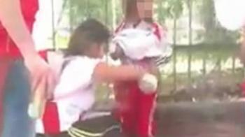Ce s-a intamplat cu femeia care i-a lipit fetitei sale zeci de petarde si torte pe corp, inainte de River - Boca! Imaginile scandaloase au facut inconjurul internetului