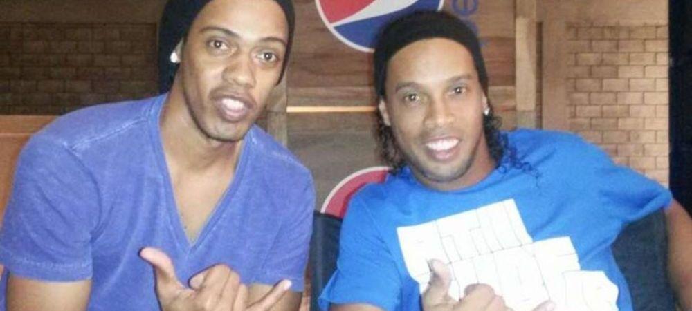 Si-a lasat SOSIA sa semneze autografe in locul lui! Gestul incredibil al lui Ronaldinho in Brazilia