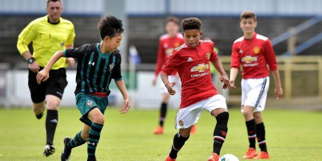 Are 14 ani si joaca deja pentru Manchester United! Moment ISTORIC in UEFA Youth League! VIDEO