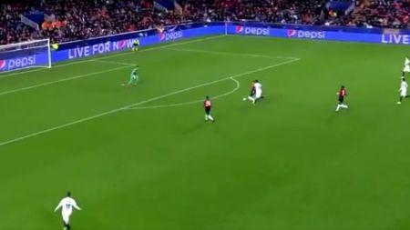 Banel Nicolita a fost detronat! Unul dintre cele mai STUPIDE autogoluri din UEFA Champions League s-a dat in Valencia - Manchester United