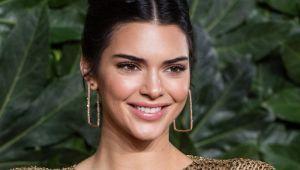 Kendall Jenner, rochia complet transparentă care a lăsat totul la vedere!