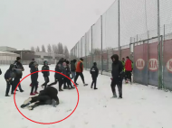 Bizonu' a luat-o razna cand a vazut zapada: a pus la pamant un reporter in 2 secunde! :) Faza zilei la antrenament // FOTO