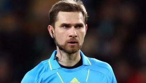 FOTO | Fotbalistilor nu le venea sa creada cand vedeau din ce masina coboara arbitrul Alexandru Tudor! Facea senzatie in parcarea stadioanelor