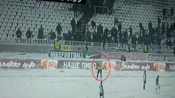 Tusier, BOMBARDAT cu bulgari de zapada! Imaginile momentului: meciul a fost intrerupt. VIDEO