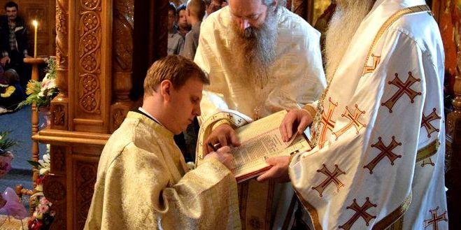Un preot din Iasi a fost prins de sotie cu amanta, in casa parohiala! Surpriza, cu cine o insela barbatul