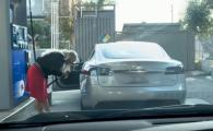 Pare banc, dar nu e! :) Ce a facut blonda care si-a dus masina electrica la BENZINARIE! VIDEO