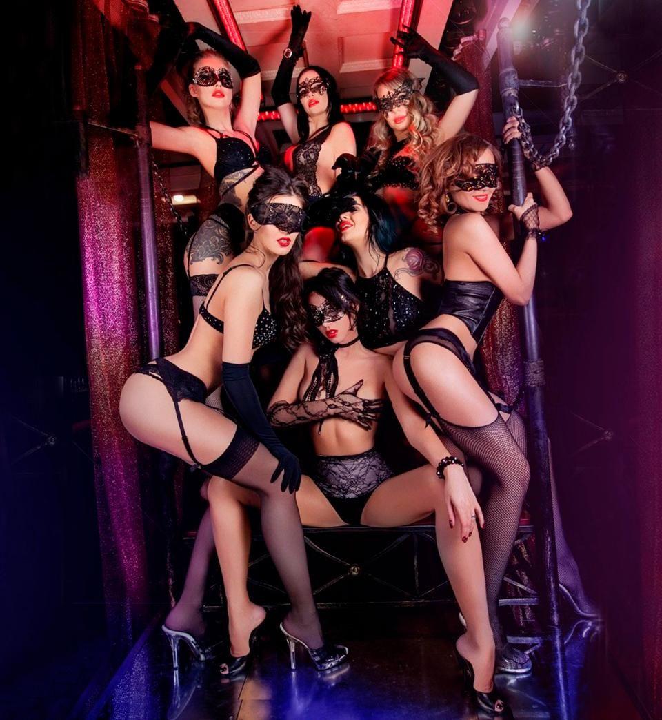 Частные фото в клубе делают минет сперма очень много стояла неподалеку