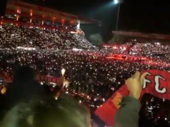 POVESTI DE CRACIUN   Suporterii care duc colindele pe stadion! Atmosfera incredibila creata de fanii unei echipe in fiecare an, de Craciun! VIDEO