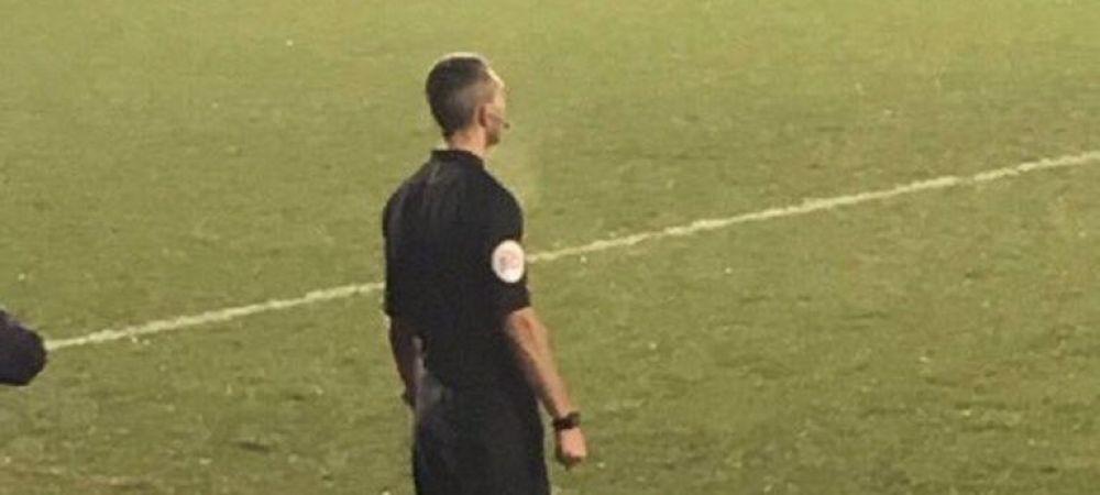 Asta imaginea finalului de an in fotbal! Asistentul si-a uitat ghetele acasa si a apelat la varianta de avarie! Cum a aparut la meci: FOTO