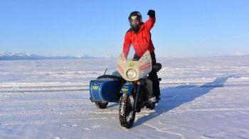 SPECIAL | Cu motocicleta pe Baikal! Doi romani au traversat cel mai adanc lac de pe Pamant pe o motocicleta cu atas, la -35 de grade!