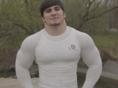 Atentie, imagini cu puternic impact emotional! Are 17 ani, dar e deja un MONSTRU! Hulk al Rusiei si-a facut debutul in CUSCA de MMA! VIDEO: cum se lupta aceasta BRUTA