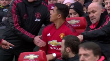 Moment GENIAL in Cupa Angliei! Alexis Sanchez s-a asezat din greseala pe scaunul lui Solskjaer! Cum a reactionat antrenorul lui United cand l-a vazut. VIDEO