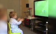 Viralul zilei! Reactia acestui baietel la golul echipei sale :) VIDEO