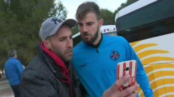 """Intrebarea care l-a lasat masca pe Balasa: """"Nu tu ai jucat la Sevilla?"""" :) Singurul jucator de la FCSB, """"BLOCAT"""" de fani: """"Sa nu pleci de la noi! Nu pleci, da?"""""""