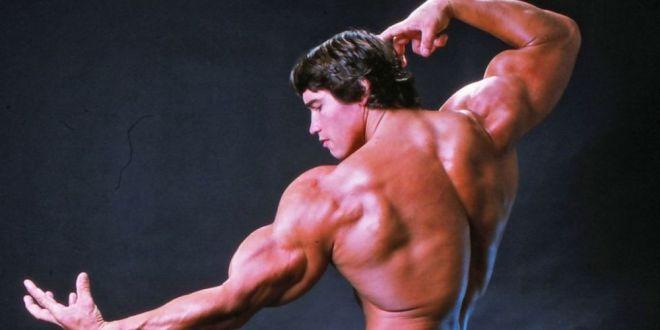 Așa tată, așa fiu. Joseph Baena a pozat în 2019 exact ca Arnold Schwarzenegger în 1976