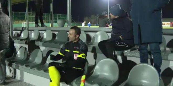 Water? Ceai? Tea? O fata?!  :)) Contra a facut show la meciul lui Dinamo! Cum a incercat sa-l  corupa  pe arbitru