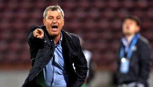 Inca o plecare de la Dinamo! Rednic l-a dat afara cand a aflat ce salariu are: jucatorul va semna azi rezilierea