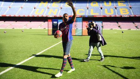 Kevin Prince Boateng, prezentat oficial de Barcelona! A preluat fostul numar al lui Messi si anunta:  Nu mai vreau sa plec de aici!