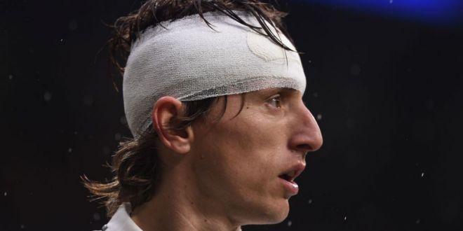 Prima imagine cu Luka Modric dupa accidentarea din meciul cu Sevilla!  Frumos ochi :)  Si-a facut selfie cu un prieten: cum arata croatul