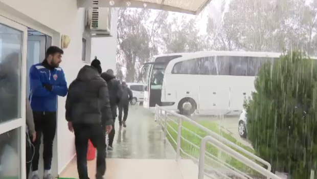 "Tunete si fulgere pentru fotbalistii romani! N-au avut noroc de fotbal, dar au vazut ploaie cat pentru tot anul in Antalya: ""De cand sunt n-am vazut asa ceva"""