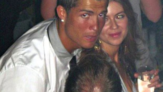 "Mama lui Ronaldo iese la atac: ""Nu s-a dus la el in camera ca sa joace carti!"" Atac la femeia care il acuza de viol"