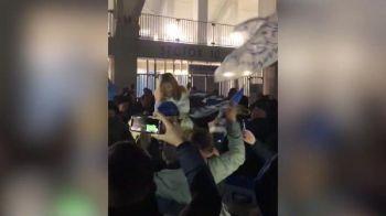 ASA e la Craiova! :)) Petrecere cu lautari in fata stadionului dupa victoria URIASA cu CFR! Imagini epice