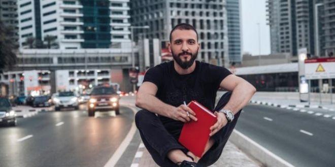 Oras terorizat de hoti: printre victime, afaceristul care a tiparit 3 milioane de afise  Romania vrea autostrazi