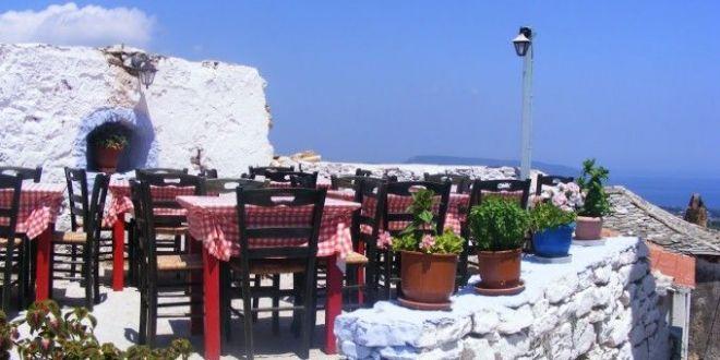 Povestea DRAMATICA a unei turiste in Grecia. A baut într-un bar, dupa care a orbit