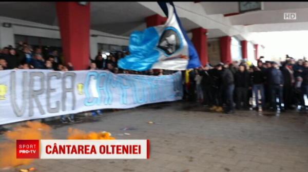 PLANETA CRAIOVA! Imagini din alta lume: suporterii au condus echipa la gara inainte de plecarea la Bucuresti // VIDEO