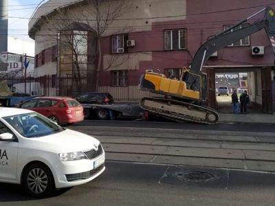 A venit un utilaj, s-ar putea sa-nceapa demolarea! :)) Cum se lucreaza pentru Euro 2020 in Giulesti si unde se muta Rapidul