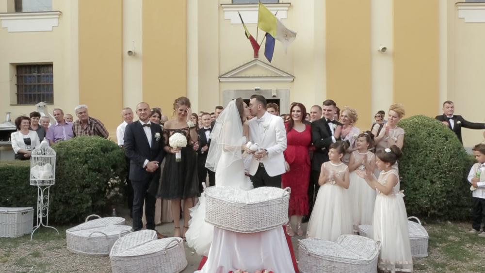 Noul golgheter FCSB, casatorit cu o frumoasa prezentatoare TV din Romania! Cu ce GEST l-a facut s-o ceara de sotie. FOTO
