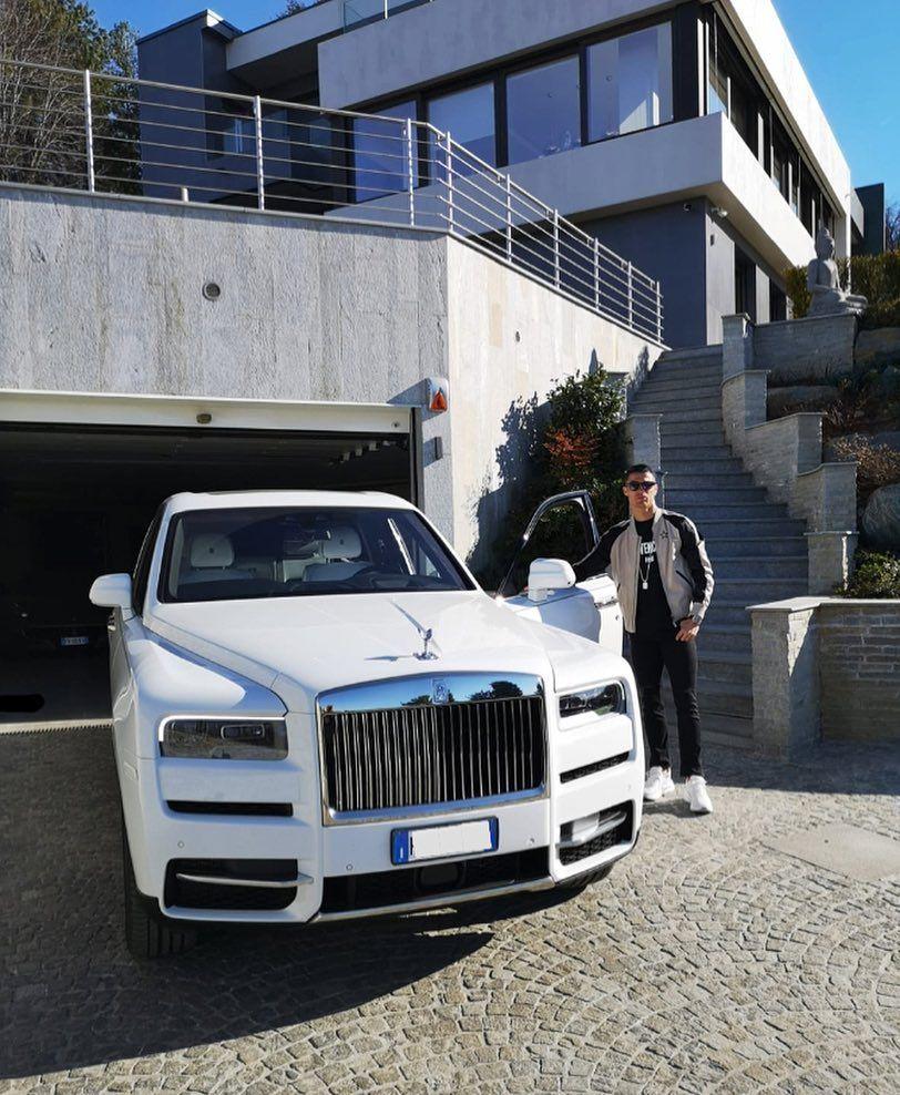 Cristiano Ronaldo nu se mai satura! Si-a luat un Rolls Royce de 400.000 de euro! Ce BOLIZI are in garaj. FOTO