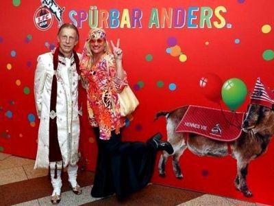 FOTO: Daum, un indian la carnaval! :) Fostul selectioner a petrecut la celebrul carnaval din Koln