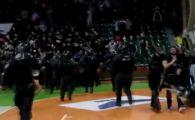 Absolut incredibil! Jandarmeria a folosit gaze lacrimogene in Sala Polivalenta dupa ce ultrasii de la Steaua si Dinamo s-au luat la bataie! SCENE IREALE in semifinalele Cupei | VIDEO