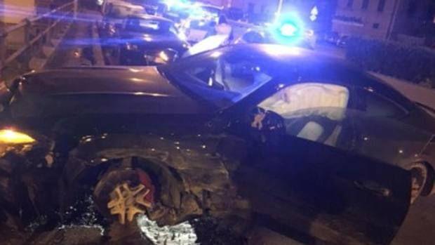 S-a urcat baut la volan, s-a luat la intrecere cu Politia, apoi si-a facut masina praf! Un atacant din Serie A a comis-o grav azi-noapte si risca sa ajunga in fata judecatorilor