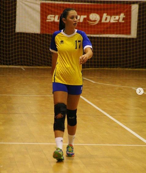 E PREA BUNA pentru handbal. :) Ziua handbalista, noaptea ARTISTA in cluburile de fite din Bucuresti! Cum arata jucatoarea care le ia MINTILE fanilor