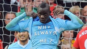 """""""Why Always Me?"""" loveste din nou! Ce a facut Balotelli la meciul cu Paris Saint-Germain! Aroganta incredibila a italianului!"""
