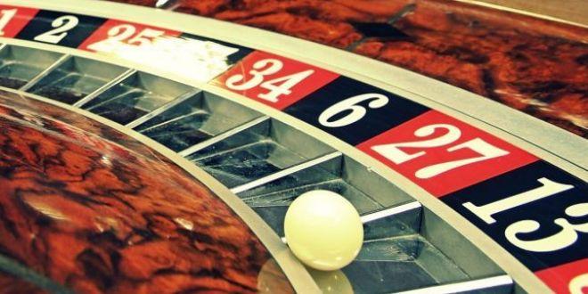 Un taximetrist a castigat 20.000 de euro la ruleta fentand aparatul