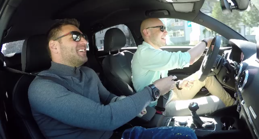 Motoreta, cel mai tare la volan! :) VIDEO GENIAL: Adi Popa a rupt circuitul cu bolidul de 400 de cai putere pe care il are