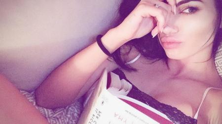 Iti sta mai bine cu mine!  O romanca superba i-a sucit mintile: vedeta din Serie A care s-a dat de gol pe Instagram | GALERIE FOTO