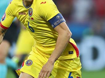 ROMANIA - FEROE, LIVE 21:45 PRO TV   Romania are un nou capitan! Cui i-a dat Contra banderola pentru meciul cu Insulele Feroe, dupa ce l-a scos pe Sapunaru din echipa