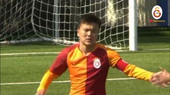 Gest RAR intalnit pe un stadion! Ce a decis capitanul echipei U14 a lui Galatasaray dupa ce a primit incorect penalty. VIDEO