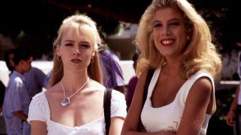 """""""Erai asa frumoasa, te-ai distrus cu botoxul ala!"""" Le mai tineti minte pe Donna si Kelly din Beverly Hills?"""