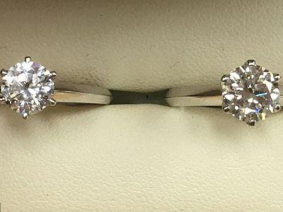 Unul costa 7.000 de euro, celalalt 315 euro! Provocarea lansata de un bijutier: iti dai seama care diamant e fake?