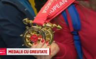"""""""Noroc ca avem relatii la vama si ne-au lasat sa venim cu tot aurul asta"""" :) Campioanele europene Loredana Toma si Elena Andries s-au intors cu cele mai grele medalii ale lor"""
