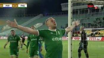 NEBUNIE IN BULGARIA!!!! Moti a dat gol si s-a bucurat in fata ultrasilor rivali!!! Au rupt gardurile si au vrut sa-l CALCE in picioare! VIDEO