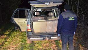 Ce au gasit politistii intr-o masina abandonata intr-o padure din Botosani. Ce au vazut cand au deschis portbagajul