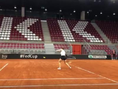 "FED CUP | ""Sunt multe gropi!"" Reactia Simonei Halep, la primul antrenament in sala de la Rouen"